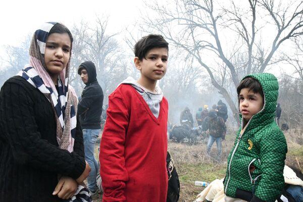 Syryjscy uchodźcy na granicy Turcji i Grecji - Sputnik Polska
