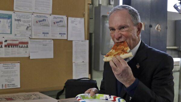 Michael Bloomberg je kawałek pizzy  - Sputnik Polska