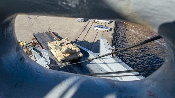 Amerykańska technika wojskowa w drodze na manewry NATO Defender 2020 - Sputnik Polska