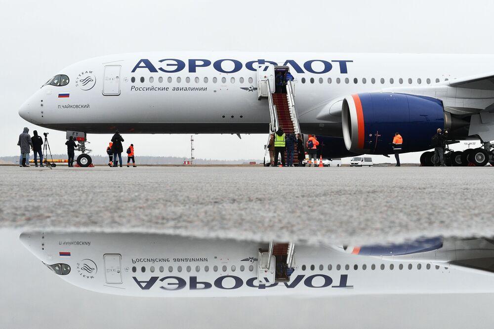 Nowy samolot Aibus A350-900 linii lotniczych Aeroflot