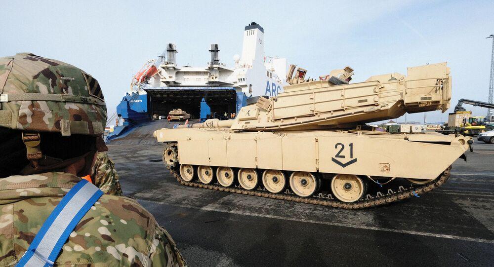 Przeładunek amerykańskich M1 Abrams w porcie Bremerhaven w ramach przygotowań do Defender Europe 20, Niemcy