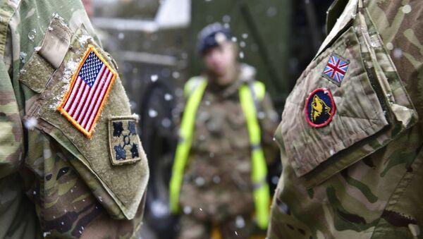 Brytyjski i amerykański żołnierz w ramach przygotowań do Defender Europe 20, Niemcy - Sputnik Polska