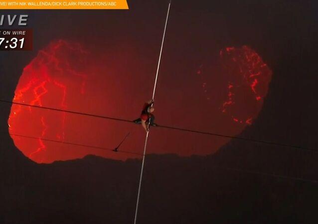 Spacer nad wulkanem