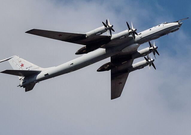 Rosyjski samolot Tu-142