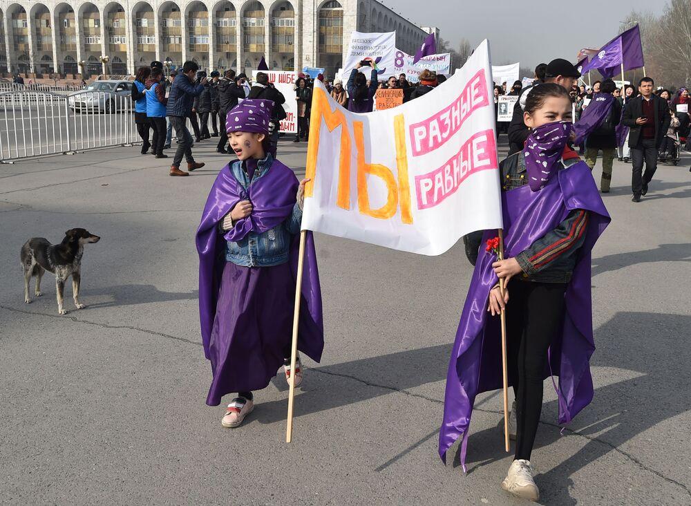 Demonstracja kobiet w Biszkeku