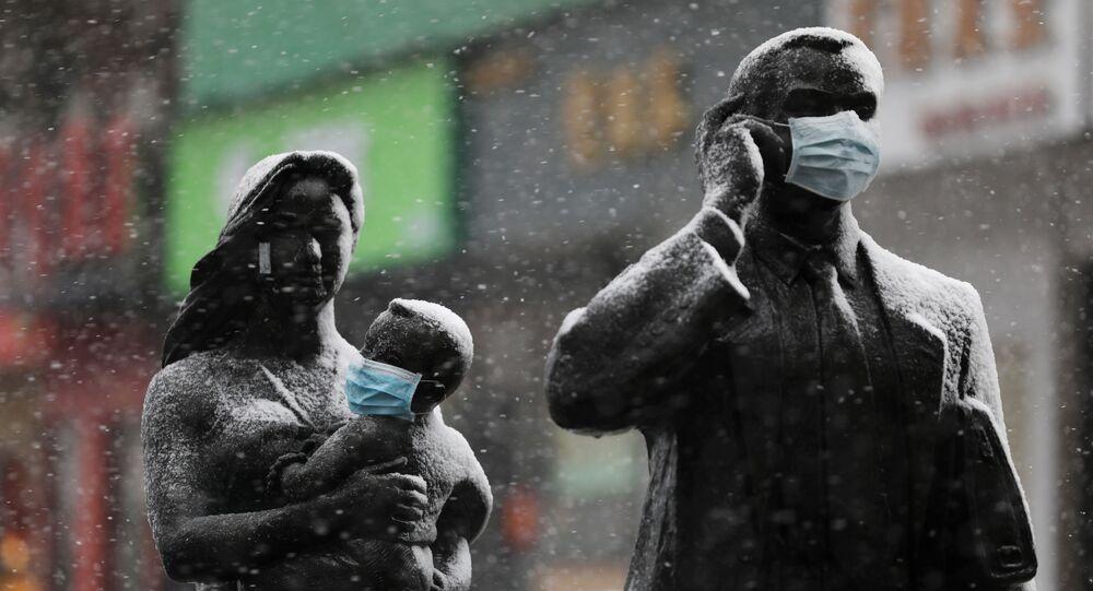 Statuły w maskach w Wuhanie, Chiny