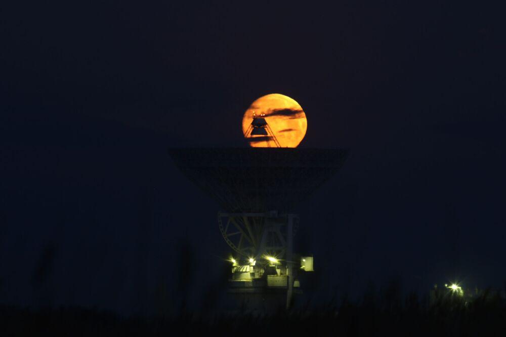Superksiężyc nad Krymem
