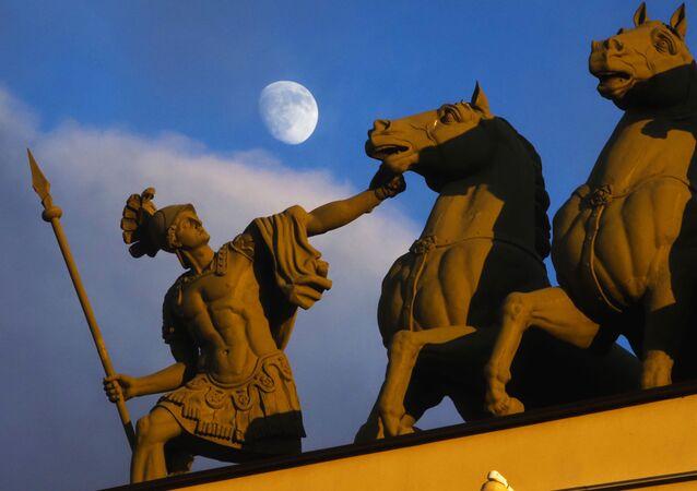 Księżyc nad Petersburgiem