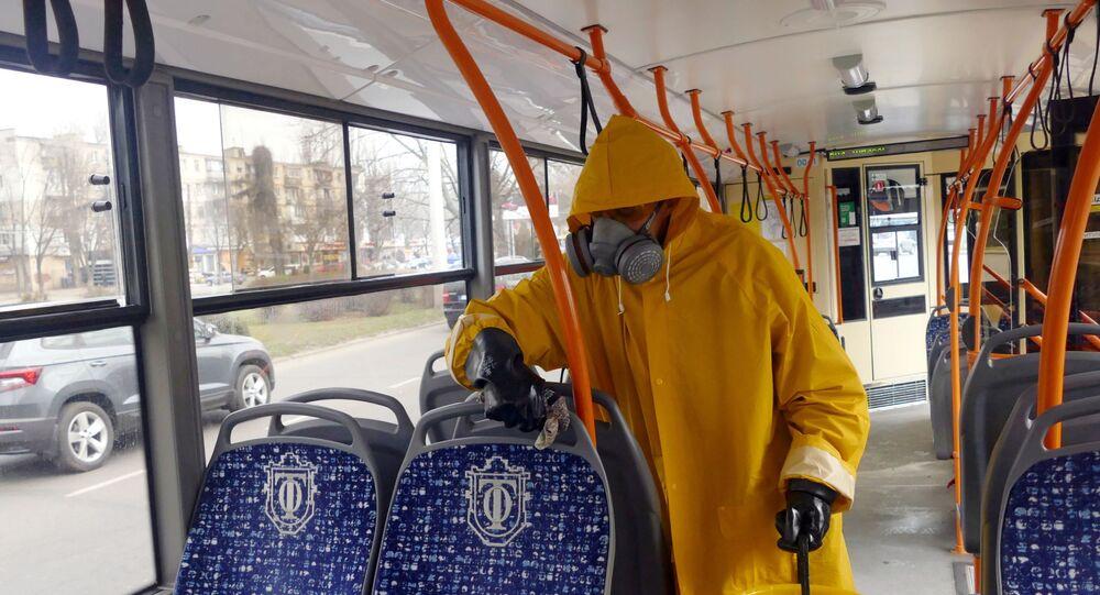 Dezynfekcja autobusu w Odessie