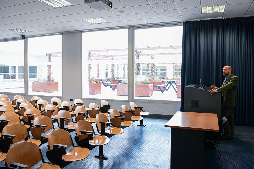 Pusta sala wykładowa w Mediolanie
