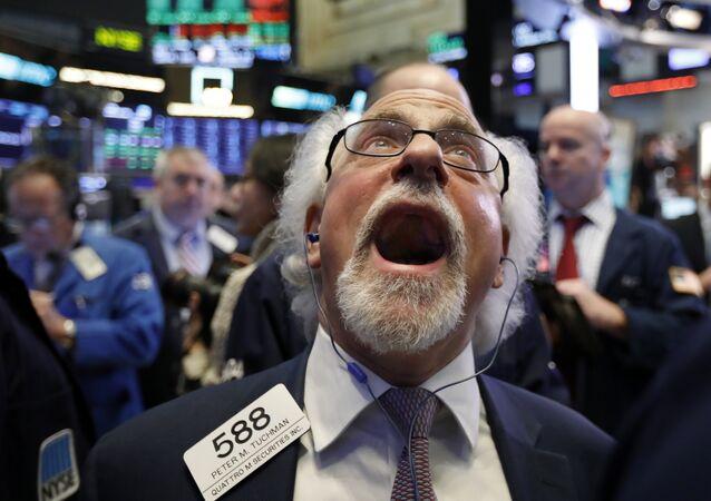 Handlowiec Peter Tuchman na parkiecie nowojorskiej giełdy papierów wartościowych, 28 grudnia 2018.