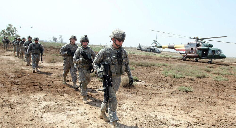 Amerykańscy żołnierze w bazie At-Tadżi w Iraku