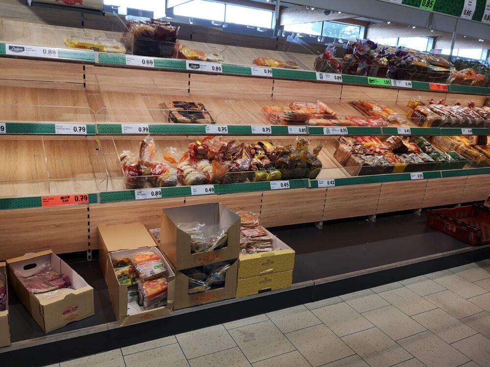 Puste półki w supermarkecie w Lurgan, Irlandia Północna.