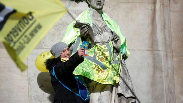 Protest Żółtych Kamizelek w Paryżu - Sputnik Polska