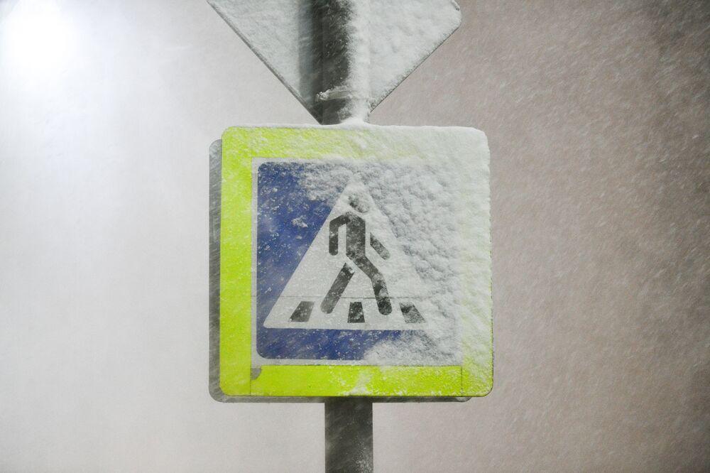 Znak drogowy na jednej z ulic w Podolsku.