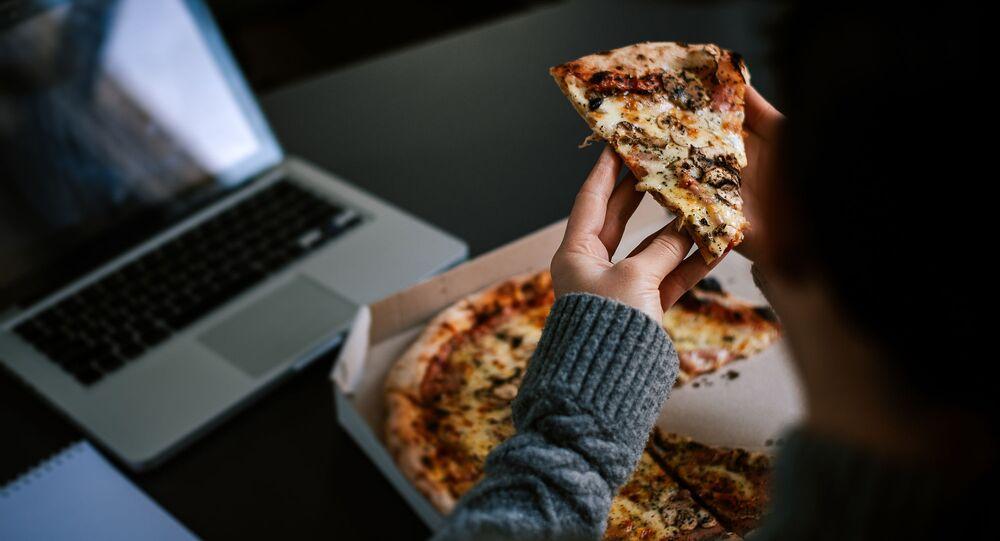 Pracując z domu, pojawia się ryzyko przybrania na wadze