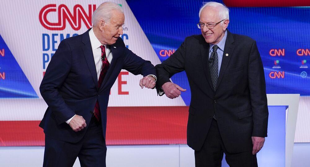 Były wiceprezydent USA Joe Biden i senator Bernie Sanders podczas debaty telewizyjnej