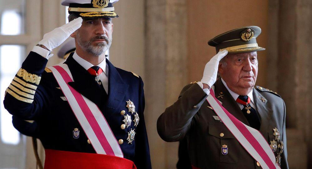 Król Hiszpanii Filip VI z ojcem Juanem Carlosem w Madrycie
