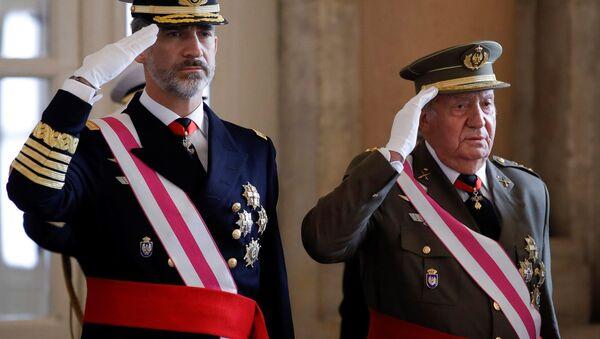 Król Hiszpanii Filip VI z ojcem Juanem Carlosem w Madrycie - Sputnik Polska