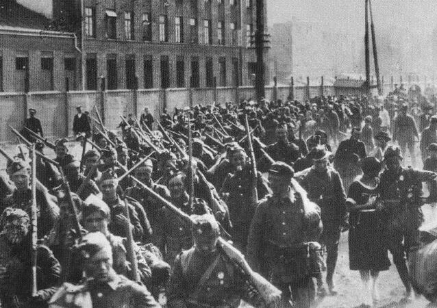 Ochotnicy na wojnę polsko-bolszewicką na ul. Białostockiej w Warszawie.