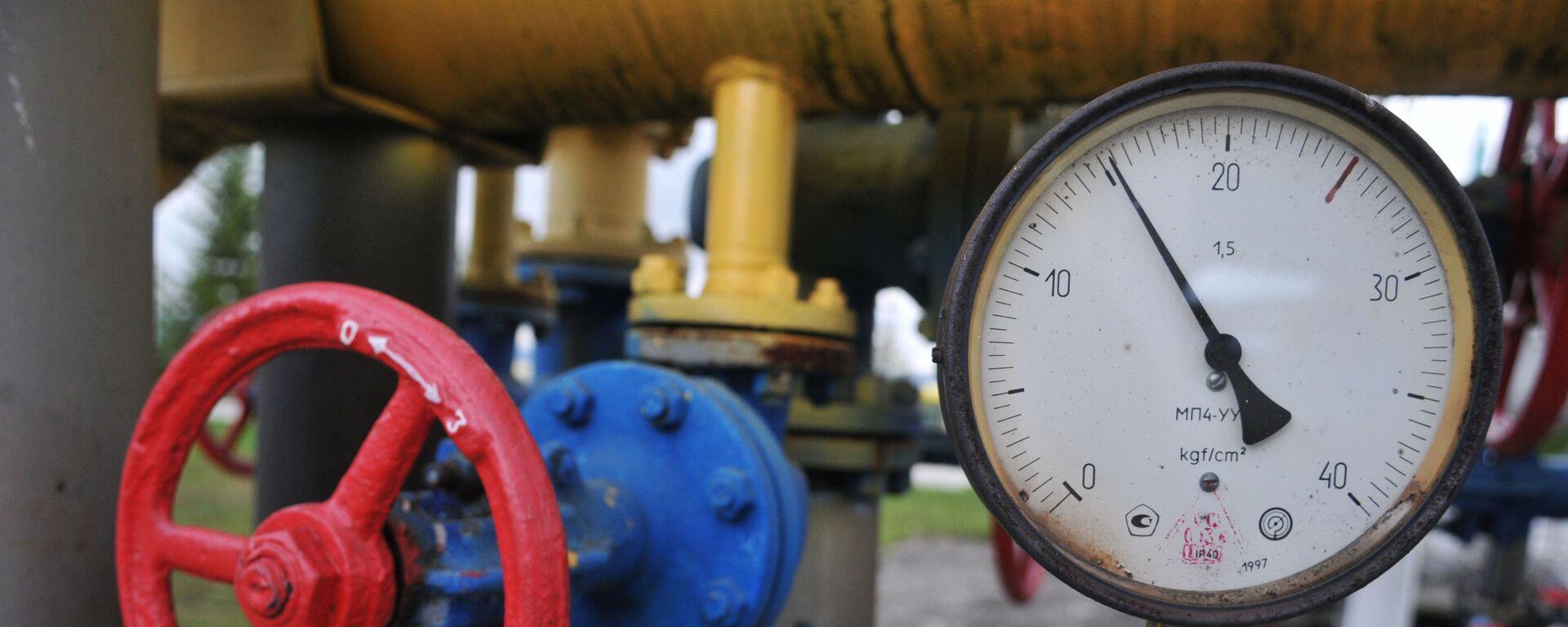Manometr i kurek w tłoczni gazu w obwodzie zakarpackim - Sputnik Polska, 1920, 04.04.2021