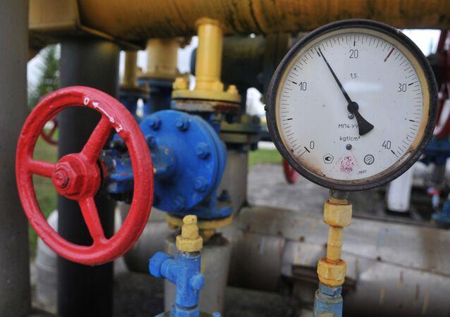 Manometr i kurek w tłoczni gazu w obwodzie zakarpackim