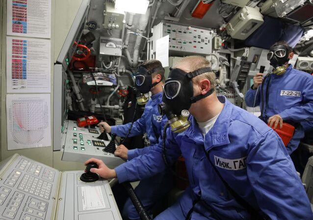 """Wojskowi na pokładzie okrętu podwodnego """"Nowogród Wielki"""""""