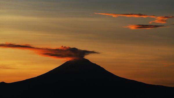 Wulkan Popocatépetl w Meksyku - Sputnik Polska