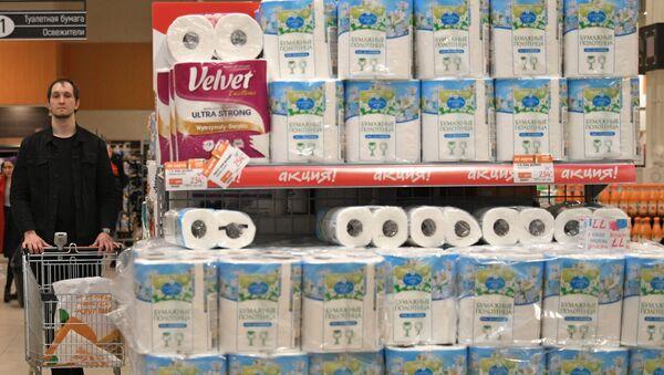 Papier toaletowy w moskiewskim hipermarkecie - Sputnik Polska