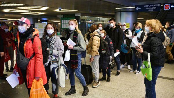 Kontrola sanitarna na moskiewskim lotnisku Wnukowo - Sputnik Polska
