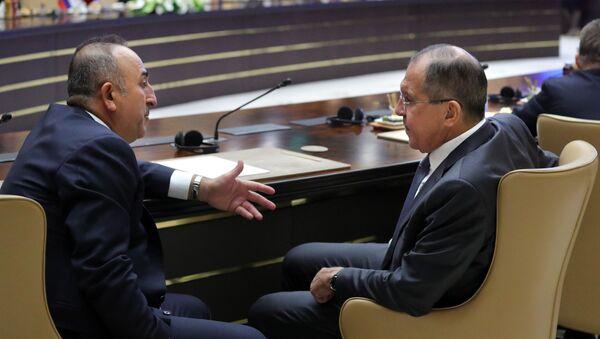 Minister spraw zagranicznych Turcji Mevlüt Çavuşoğlu i minister spraw zagranicznych Rosji Siergiej Ławrow - Sputnik Polska