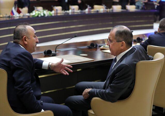 Minister spraw zagranicznych Turcji Mevlüt Çavuşoğlu i minister spraw zagranicznych Rosji Siergiej Ławrow