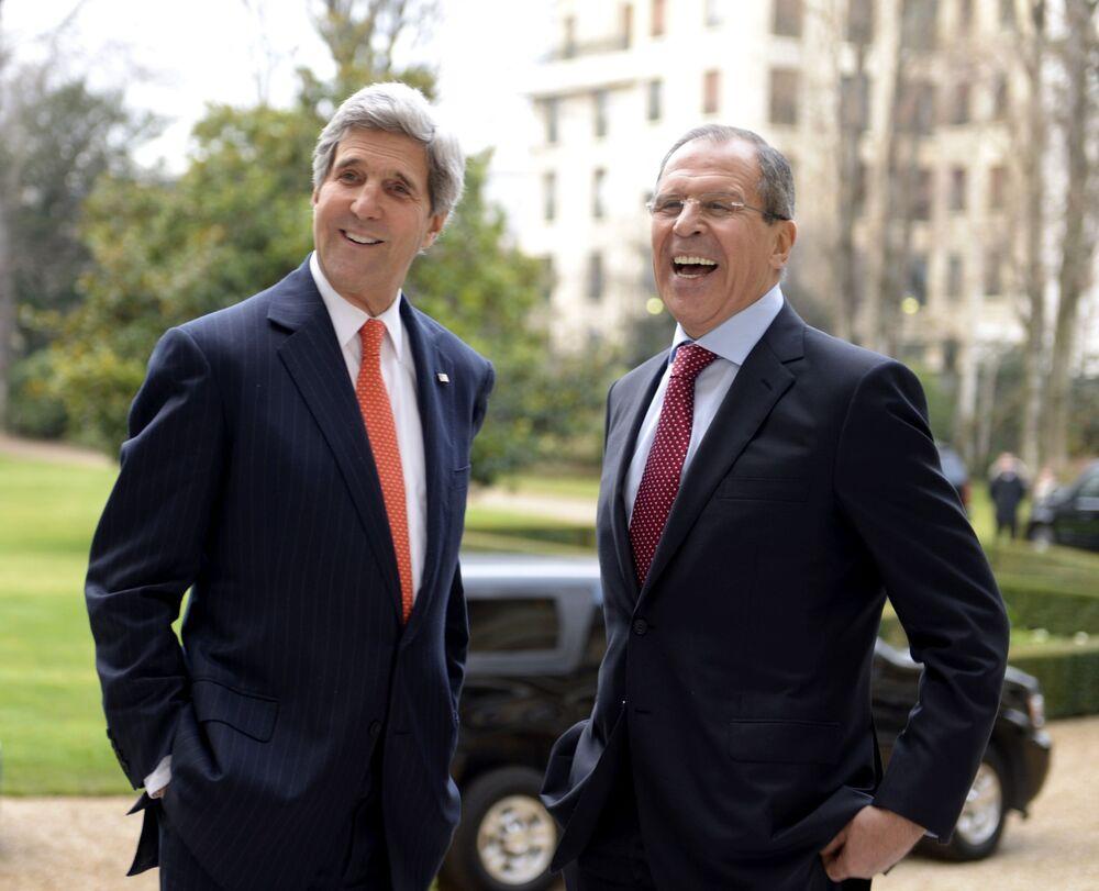 Były Senator Stanów Zjednoczonych John Kerry i Siergiej Ławrow