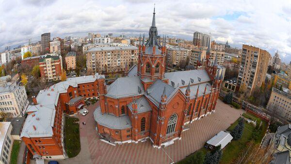 Katedra rzymskokatolicka Niepokalanego Poczęcia Najświętszej Marii Panny przy ulicy Mała Gruzińska w Moskwie - Sputnik Polska