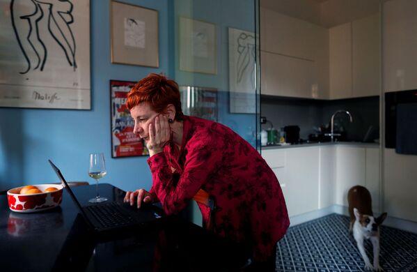 Francesca Valagussa podczas przerwy obiadowej w swoim domu w Rzymie we Włoszech - Sputnik Polska