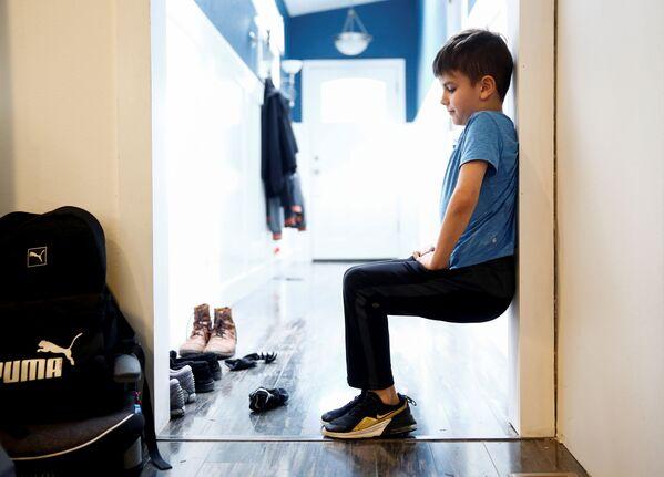 9-letni Caidence Miller podczas nauki w domu w Woodinville, USA - Sputnik Polska