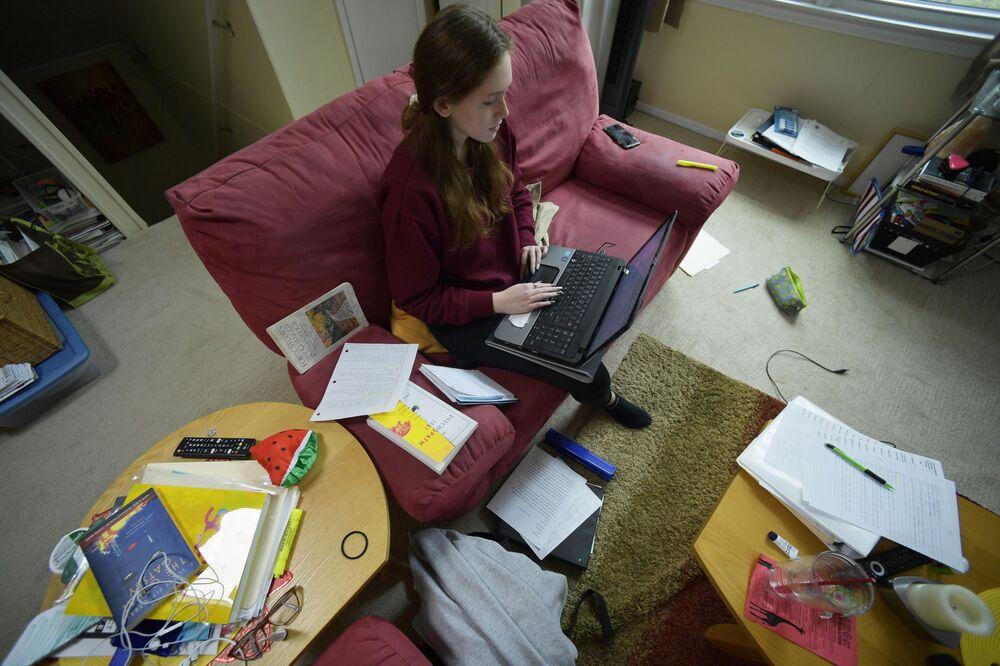 Kirsten Martin uczy się zdalnie z domu w Kennesaw w stanie Georgia