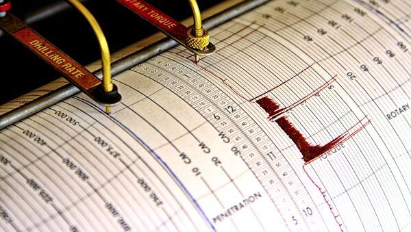 Sejsmograf odnotowuje drgania na arkuszu papieru pomiarowego - Sputnik Polska