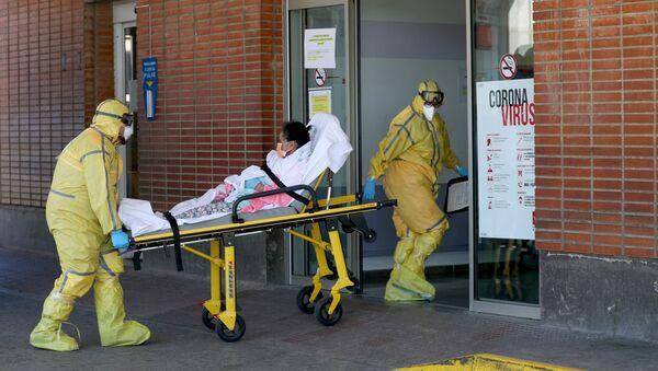 Transport chorego do szpitala Severa Ochoa w Hiszpanii  - Sputnik Polska