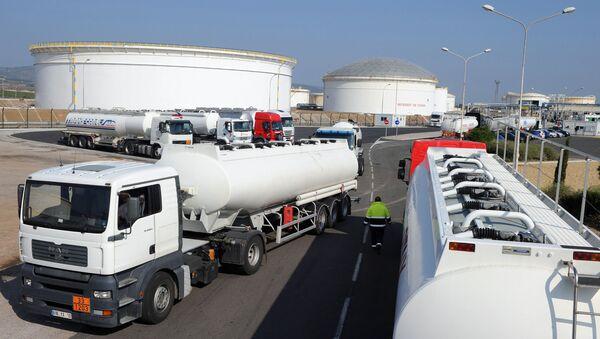 Magazyn ropy naftowej we francuskiej gminie Frontignan - Sputnik Polska