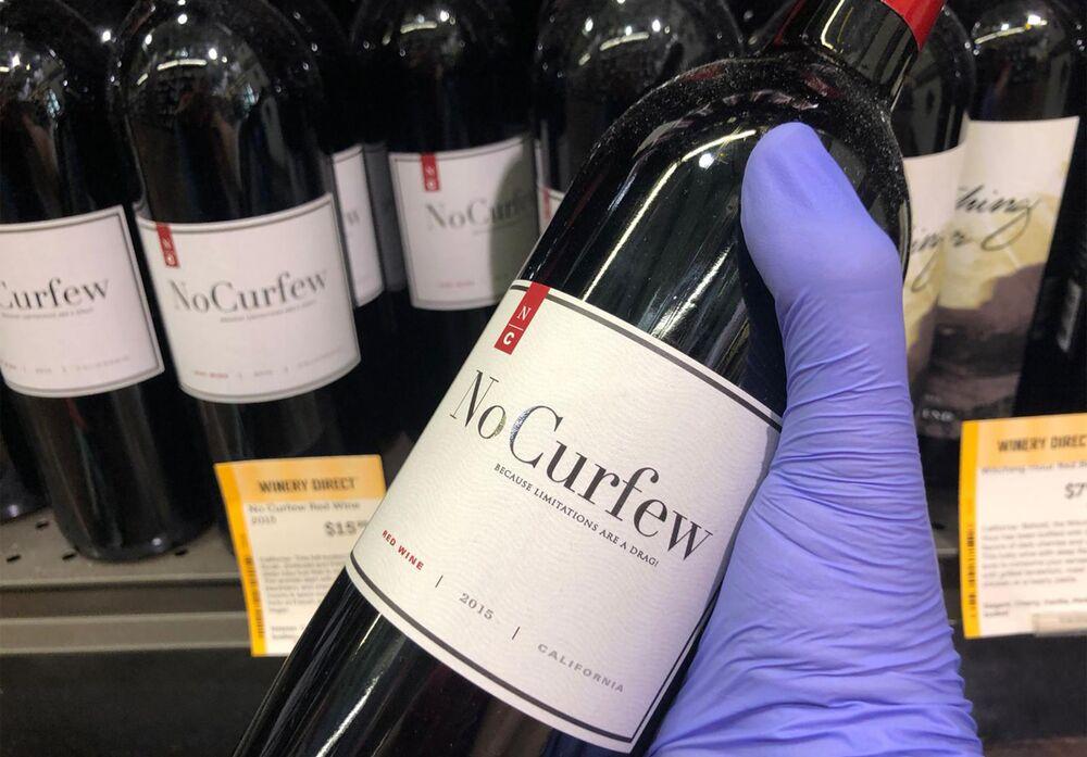 Wino Nie dla godziny policyjnej w sklepie Wine & More w South Beach w Miami