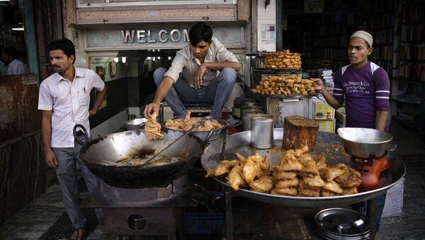Street food na ulicach New Delhi, Indie  - Sputnik Polska