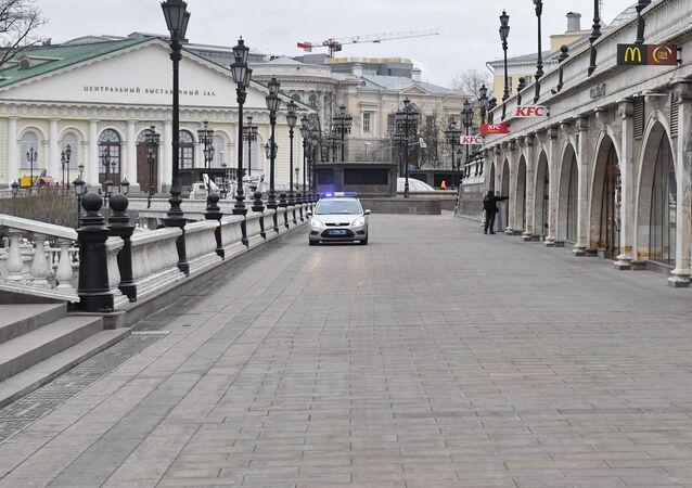 Samochód patrolowy na Placu Maneżowym w Moskwie