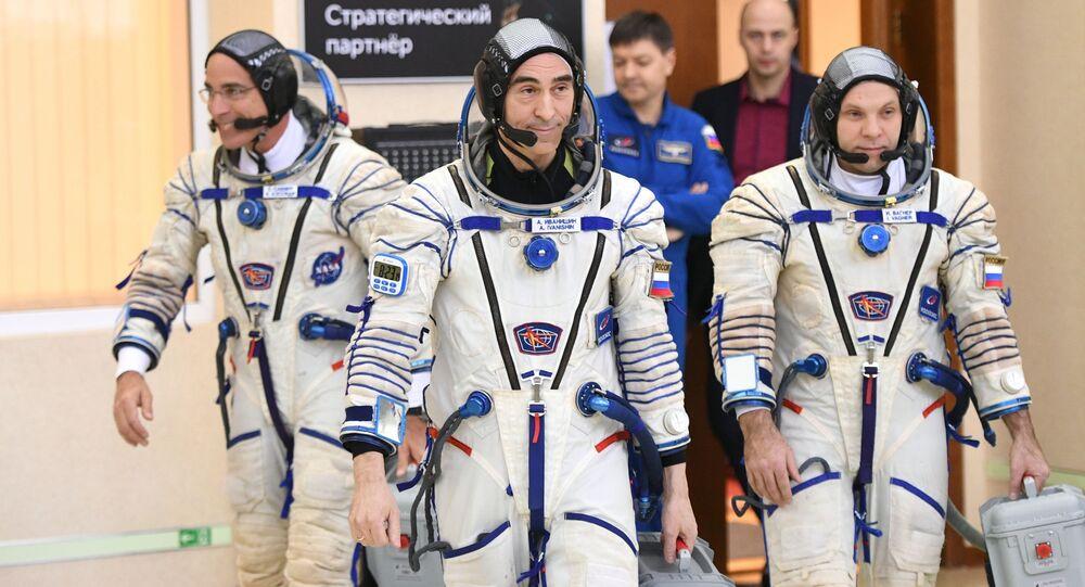 Główna załoga 63. ekspedycji na MSK w Centrum Wyszkolenia Kosmonautów im. J. Gagarina