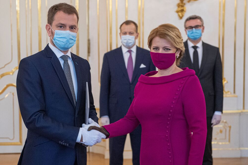 Prezydent i premier Słowacji w maskach medycznych