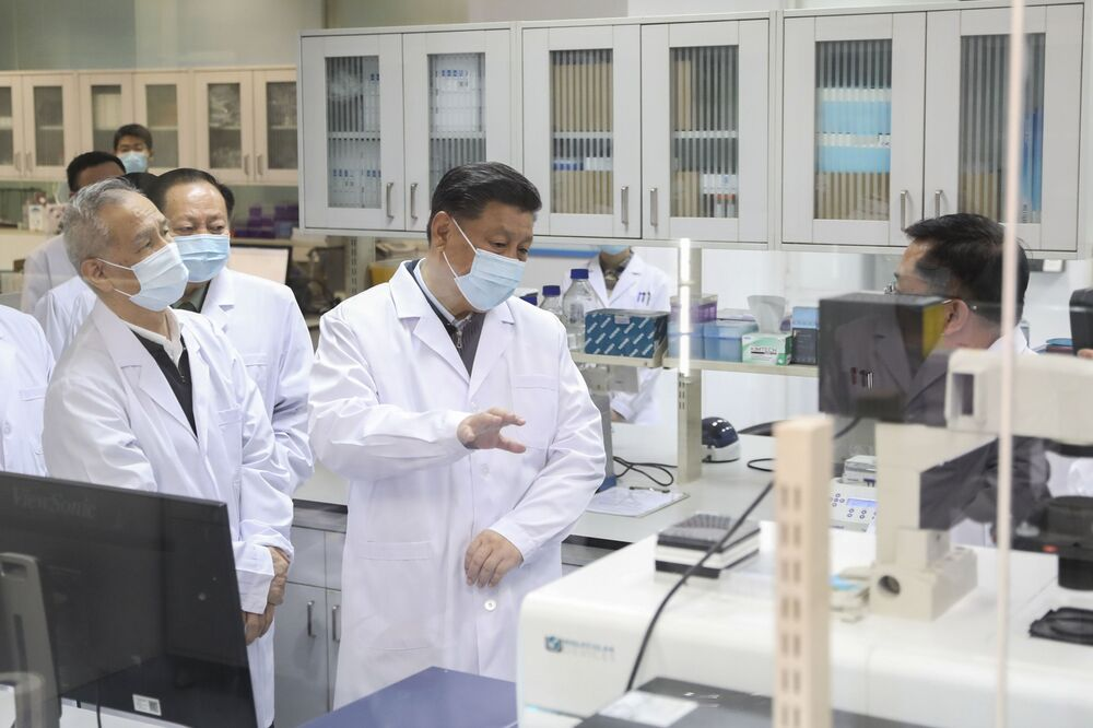 Prezydent Chin w masce medycznej