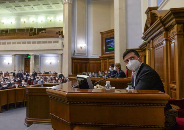 Prezydent Ukrainy Wołodymyr Zełenski na posiedzeniu Rady Najwyższej w Kijowie