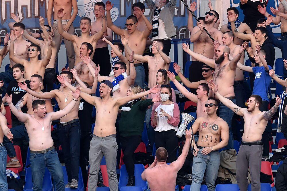 Kibice na stadionie w Mińsku