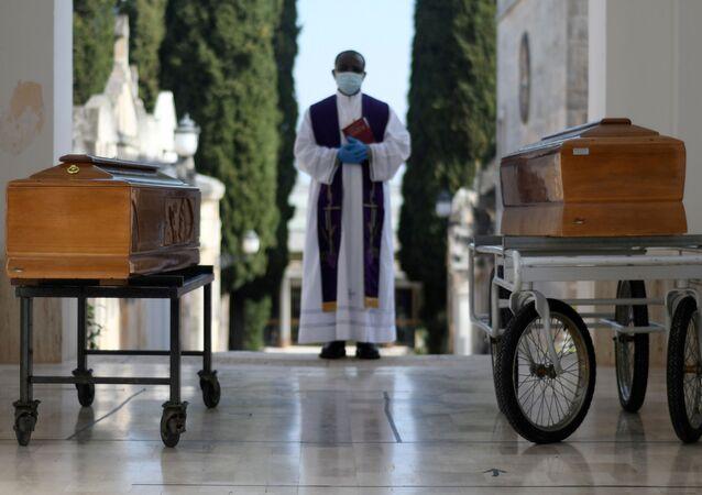 Pogrzeby ofiar koronawirusa w Cisternino we Włoszech