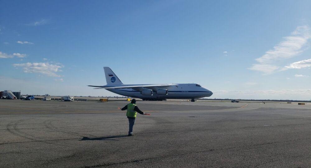 """Samolot Sił Powietrzno-Kosmicznych An-124-100 """"Rusłan"""" w USA, 01.04.2020"""